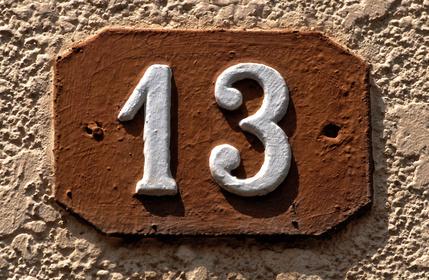 placa com número treze